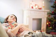 Att ta ta sig en tupplur i vardagsrum Royaltyfri Bild