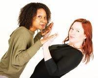 Att trycka på för två kvinnor gömma i handflatan på vinkeln Royaltyfria Bilder