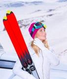 Att tycka om skidar sporten Fotografering för Bildbyråer