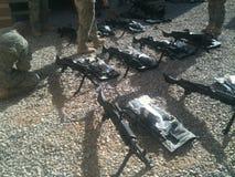 Att utfärda SÅG (automatiska vapen för truppen) Afghanistan royaltyfria bilder