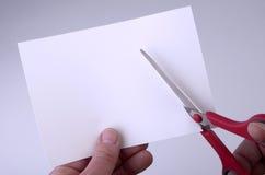 att vara det blanka snittet scissors arket Arkivbild