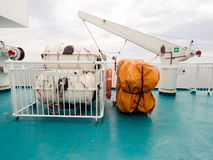 att vara landskapet för folk för fiskelivstid det strömförande nya rafts den thai uttaraditvattenwellen Royaltyfria Bilder
