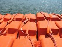 att vara landskapet för folk för fiskelivstid det strömförande nya rafts den thai uttaraditvattenwellen Royaltyfria Foton