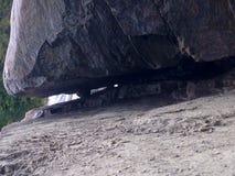 Attaccato fra una roccia e un posto duro Immagini Stock