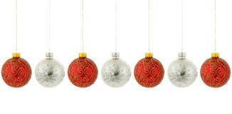 Attaccatura degli ornamenti dell'albero di Natale Fotografie Stock Libere da Diritti