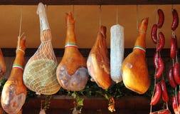 Attaccatura del prosciutto di Parma Immagini Stock