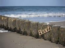 Attaccatura del segno della spiaggia della corda immagine stock