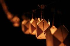 Attaccatura leggera della candela di carta sulla corda Fotografia Stock
