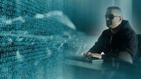 Attacco del pirata informatico, concetto digitale del ladro stock footage