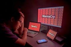 Attacco del ransomware di WannaCry allo schermo del desktop del dispositivo Fotografie Stock Libere da Diritti