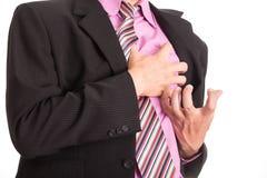 Attacco di cuore, mano di uso che afferra un petto fotografie stock libere da diritti