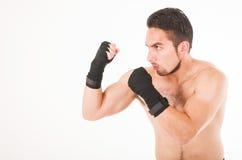 Attacco muscolare del combattente di arti marziali Immagine Stock