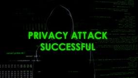 Attacco riuscito, pirata informatico anonimo di segretezza che ruba informazione personale fotografie stock libere da diritti