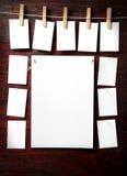 Attache de papier de photo à rope avec des pinces à linge Photographie stock