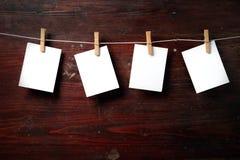 Attache de papier de photo à rope avec des pinces à linge Image stock