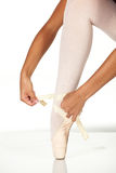 attachement de chaussures de ballet Photographie stock
