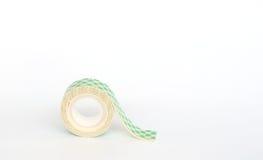 Attachez du ruban adhésif à la mousse sur le fond blanc Photos libres de droits