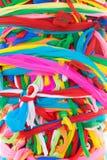 Attachez le tissu multicolore au tombeau de pilier de ville de Kantharalak Images stock