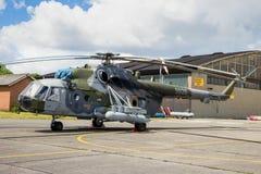 Attack för Mil Mi-171 och lasthelikopter Royaltyfri Bild
