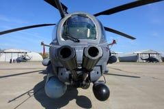 Attackhelikopter för Mi-35 som RF-95316 föreställas på den Kubinka flygvapengrunden Arkivfoto