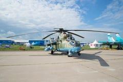 Attackhelikopter som kan användas till mycket Mi-35M Crocodile på flygshowen MAKS-2017 Royaltyfria Foton