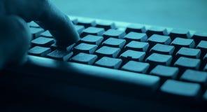 Attaque de cyber de pirate informatique de POV photo stock