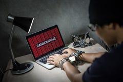 Attaque de cyber de Ransomware sur l'ordinateur portable image stock