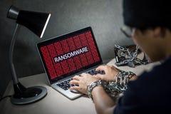 Attaque de cyber de Ransomware sur l'ordinateur portable photos libres de droits