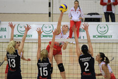 Attaque de volleyball Photographie stock libre de droits