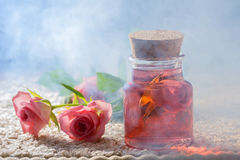 Attar de Rosa para termas dos procedimentos de natural foto de stock