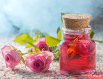 Attar de Rosa para termas dos procedimentos de natural fotos de stock royalty free
