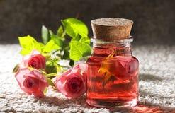 Attar de Rosa para termas dos procedimentos de natural fotografia de stock royalty free