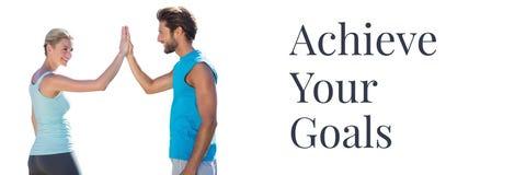 Atteignez vos buts textotent et couplent donner la haute cinq Images libres de droits