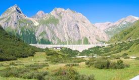 Atteinte du barrage de morasco, vallée de formazza Photos stock