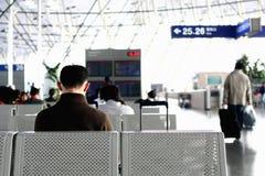 Attendendo all'aeroporto Fotografie Stock Libere da Diritti