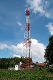 Attenna-Turm mit blauem Himmel Stockbilder