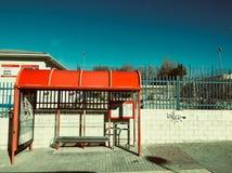 Attente d'arrêt d'autobus Images stock