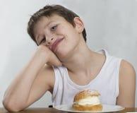Attente d'un petit pain crème Images libres de droits