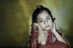 Attente de jeune mariée d'enfant de fille Photo libre de droits