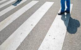 Attente de quelqu'un dans la rue. photographie stock libre de droits