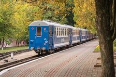 Attente de train Photographie stock libre de droits
