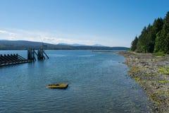 Attente du ferry sur l'île de Denman Image stock