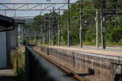 Attente du train Images stock