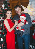 Attente heureuse de famille Noël Photo stock