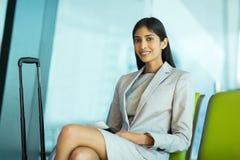 Attente indienne de femme d'affaires Image libre de droits