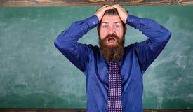 Attention de salaire à votre comportement et façons L'étiquette de professeur incline le professionnel moderne d'éducation Le pro images libres de droits