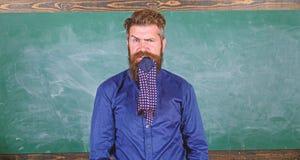 Attention de salaire à votre comportement et façons Le professeur se comporte non professionnel Le professeur ou l'éducateur barb image stock