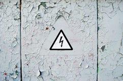attention L'électricité à haute tension 3D Image libre de droits