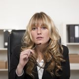 Attentive attractive young businesswoman Royalty Free Stock Images