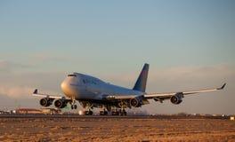 Atterraggio del 747-400 Fotografia Stock